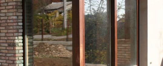 Társasház fa nyílászáró beépítés 7